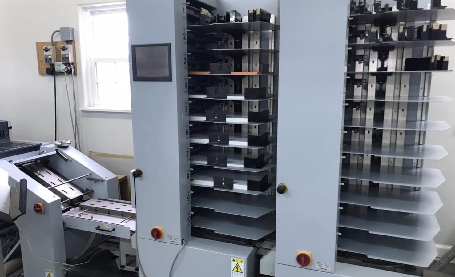 平綴じ製本機械の写真